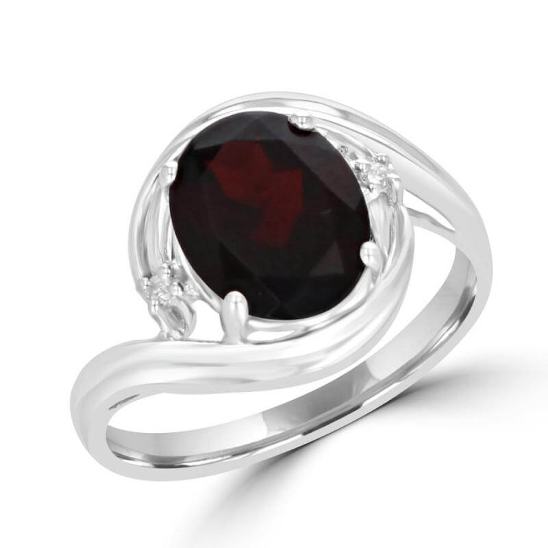 8X10 OVAL GARNET AND ONE DIAMOND ON EACH SIDE RING